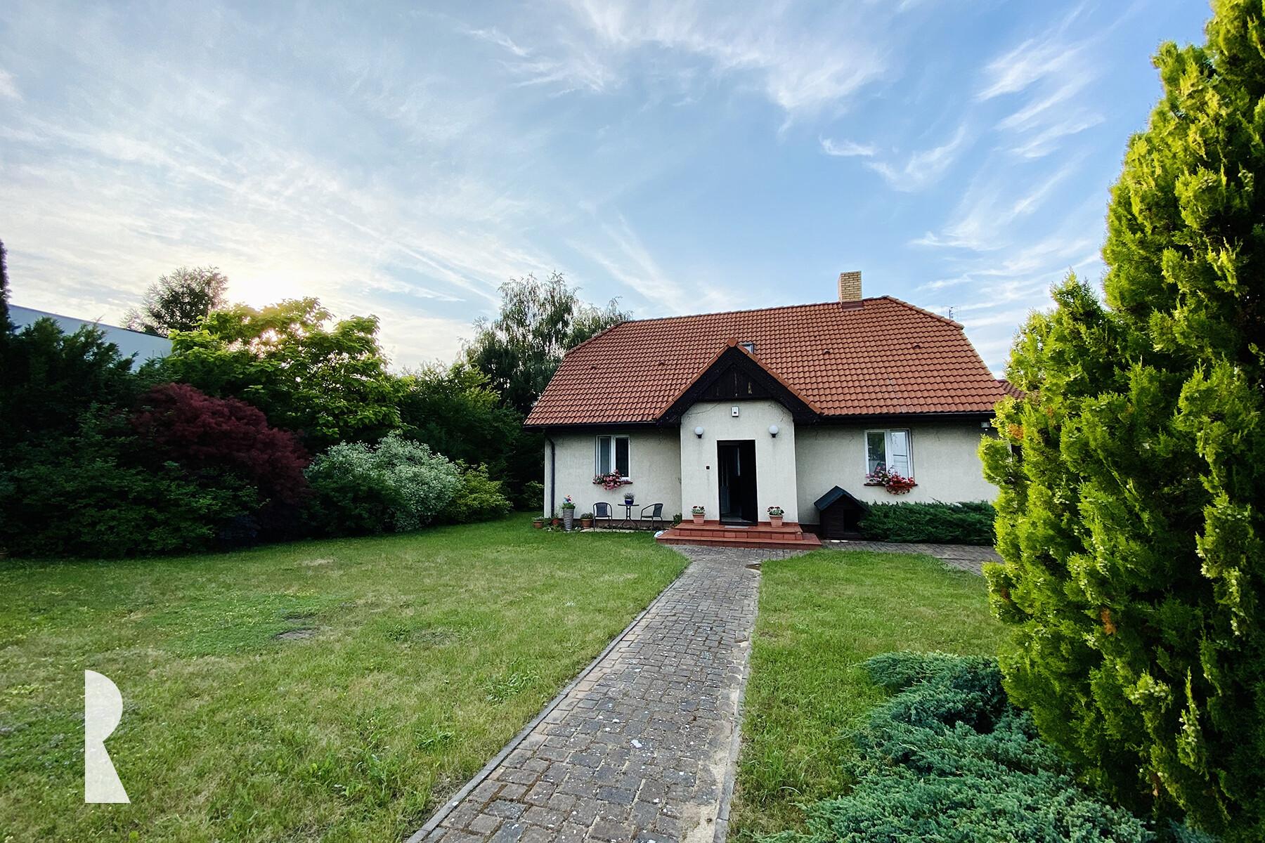 Kiekrz – dom wolnostojący z wyjątkowym ogrodem.